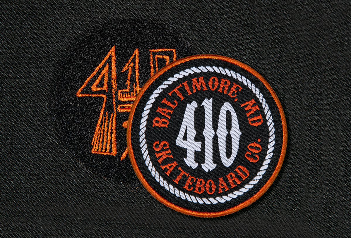 Flat Embroidery on Velcro Patch with Woven Label with Merrowed Edge